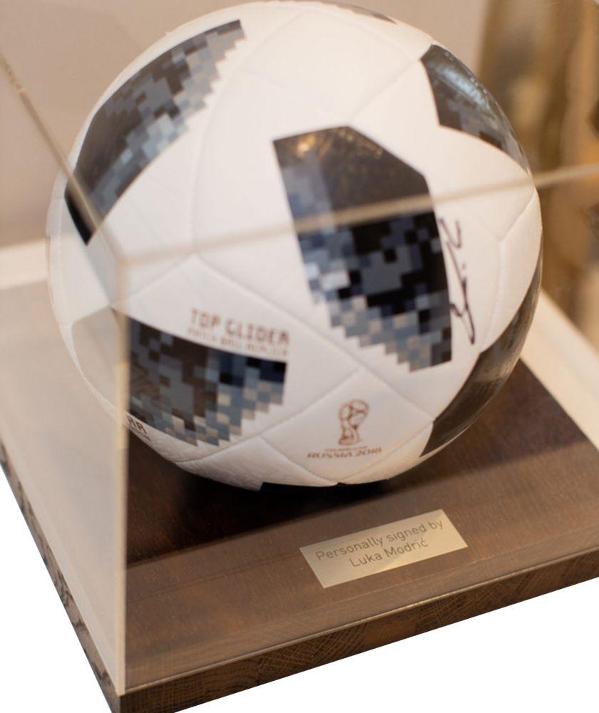 цена на Футбольный мяч с автографом Луки Модрича