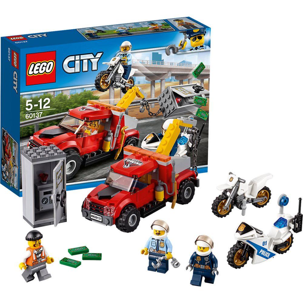 Конструктор «LEGO City. Побег на буксировщике» конструктор lego столкновение на джакку 75148
